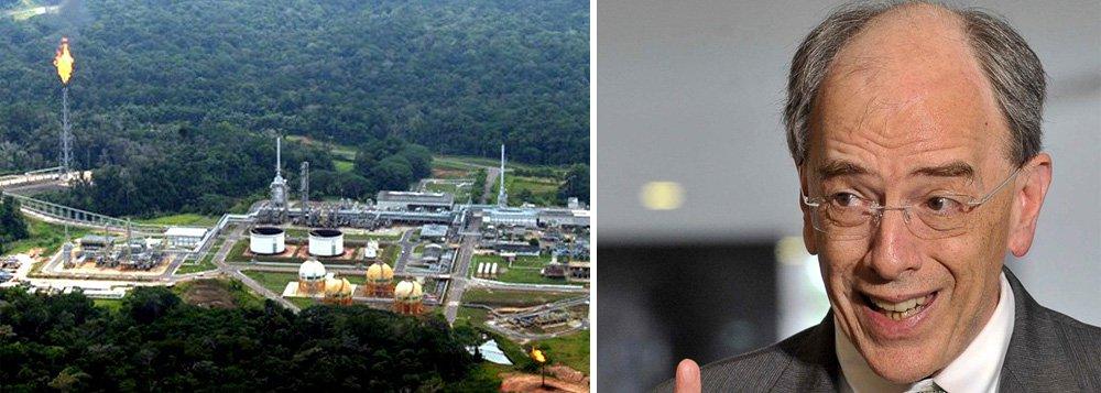 """Plano de parcerias e desinvestimentos da Petrobras deve voltar a ganhar ritmo agora, após a companhia anunciar na semana passada a venda para a elétrica Eneva do campo de Azulão, disse o presidente da estatal, Pedro Parente; executivo afirmou que o plano - que busca levantar US$ 21 bilhões no biênio - sofreu algum atraso, devido a exigências do TCU; """"Tivemos que recomeçar do zero. Agora, estamos começando a adquirir 'momentum' novamente, concluímos a primeira transação. E a verdade é que começamos e temos aí anunciadas diversas iniciativas"""", disse"""