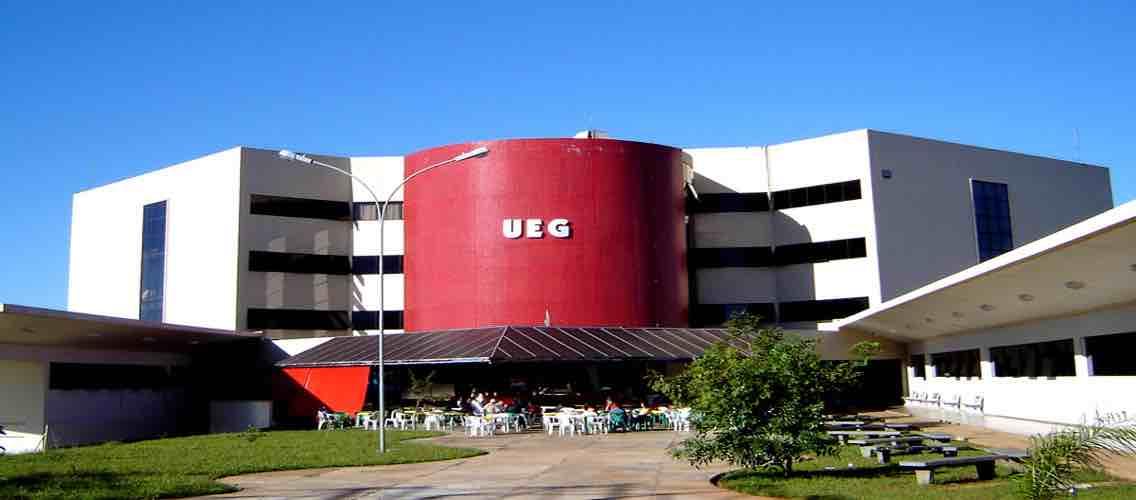 Estão abertas até o dia 10 de outubro as inscrições para o Processo Seletivo Vestibular 2018/1 da Universidade Estadual de Goiás (UEG); são oferecidas 4220 vagas para 137 cursos de graduação em todos os câmpus da Instituição; inscrições custam R$ 90,00 para o curso de Arquitetura e Urbanismo e R$ 80,00 para os demais cursos