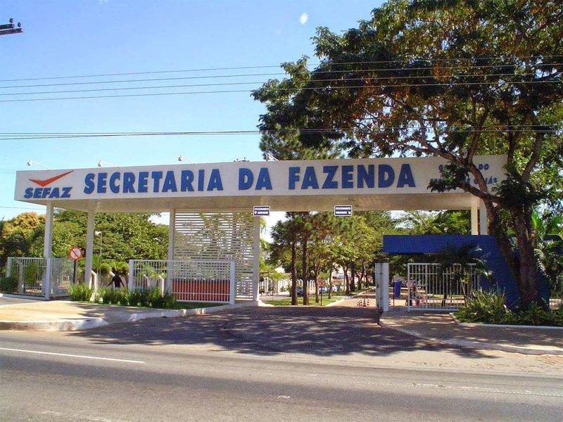 Relatório de gestão fiscal divulgado pela Secretaria Estadual da Fazenda (Sefaz) mostra que as contas do governo estadual estão equilibradas;relação entre Dívida Consolidada Líquida (DCL) e Receita Corrente Líquida (RCL) funciona como parâmetro para o limite de endividamento estabelecido pelo Senado Federal; de acordo com a resolução do Senado, o limite percentual para os estados e o Distrito Federal é inferior a 2%; em 2011, Goiás apresentava percentual entre a DCL e a RCL de 1,08%; em 2017, o número caiu para 0,95%