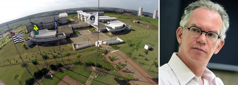 """Reitor da Unicamp, que recentemente ultrapassou a USP como a melhor da América Latina, o físicoMarcelo Knobel não usa meias palavras; em sua opinião, a crise financeira vivida pela Unicamp é """"dramática""""; para ele, o teto salarial de R$ 21 mil das universidades estaduais paulistas, afirma, é um """"risco seríssimo"""" à capacidade das instituições de atrair os melhores profissionais; por fim, o ensino superior no Brasil é muito """"engessado"""" e precisa de currículos flexíveis"""