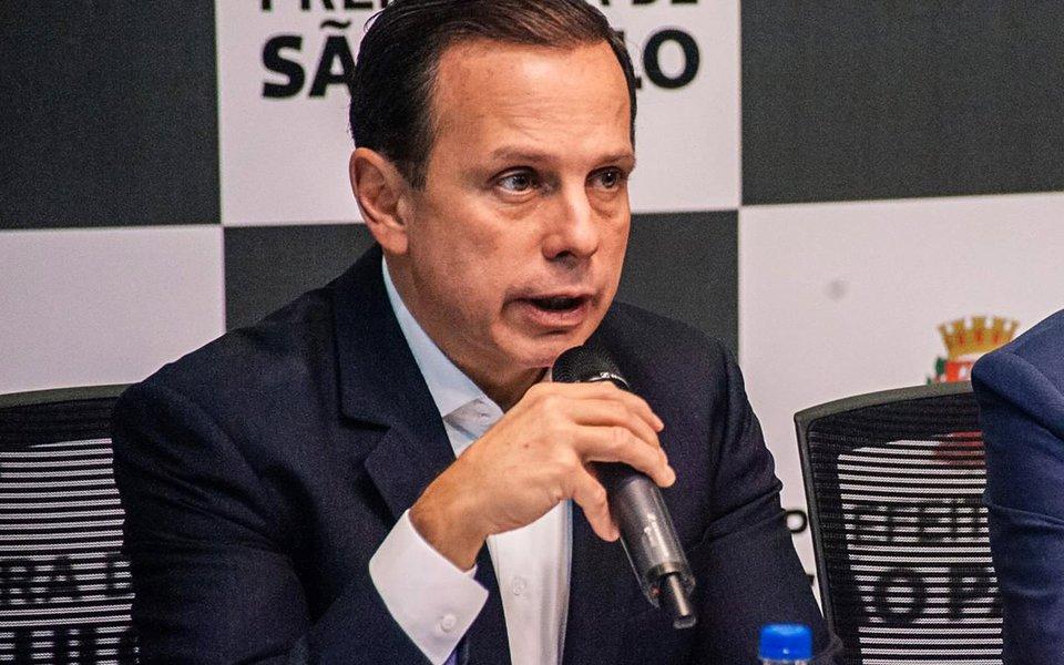 """Depois que foi convidado para se filiar ao PMDB por Michel Temer, que é rejeitado por mais de 90% da população, o prefeito de São Paulo, João Doria (PSDB), se disse """"feliz"""", com o convite, feito também pelo DEM, mas afirmou que ficará no PSDB; ele ressaltou a """"amizade indivisível"""" com o governador Geraldo Alckmin"""