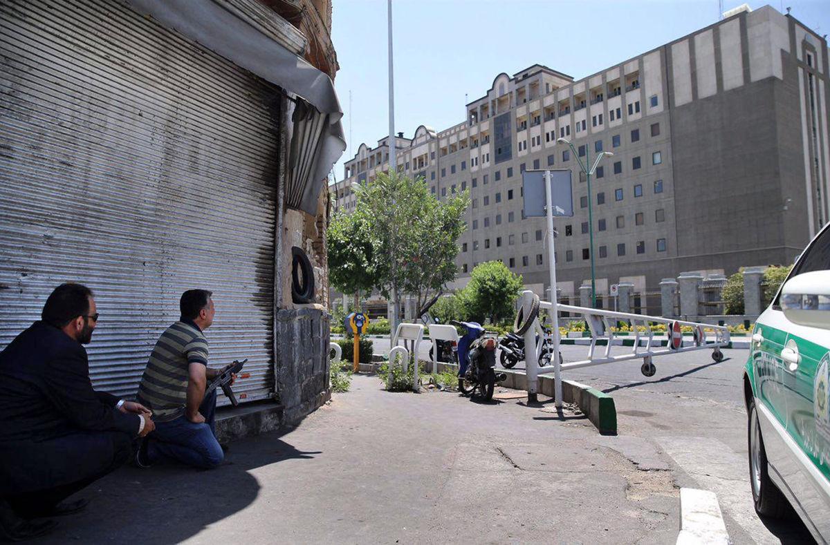 Parlamento do Irã é atacado por terroristas do grupo extremista Estado islãmico