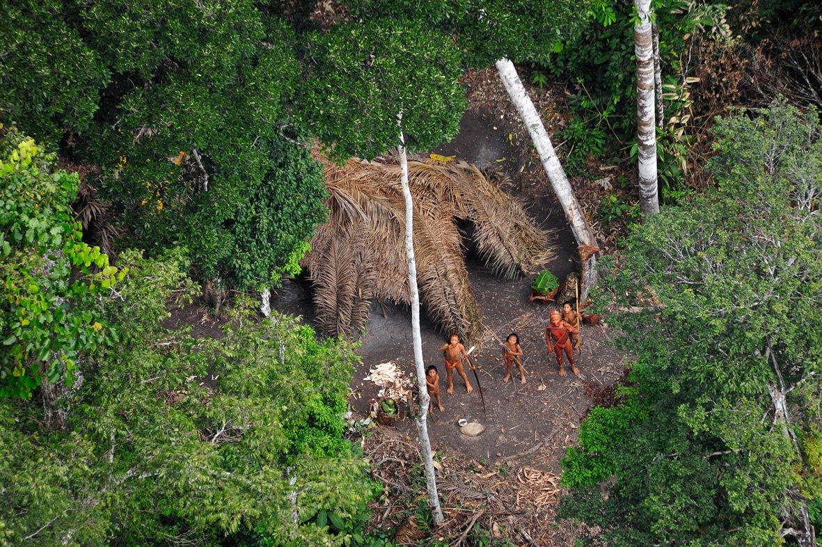 Tribo isolada, índios, Amazonas, aldeia
