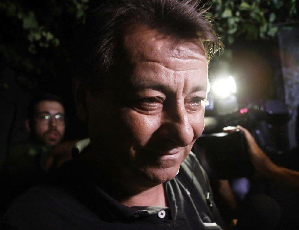 O ex-ativista Cesare Battisti, teve a prisão preventiva decretada nesta quinta-feira (05), por decisão do juiz federal Odilon de Oliveira durante audiência de custódia na Justiça Federal em Mato Grosso do Sul após pedido do Ministério Público Federal (MPF); condenado à prisão perpétua em 1993 sob a acusação de ter cometido quatro assassinatos na Itália nos anos 1970, o italiano foi detido pela Polícia Federal na quarta-feira (04) por suspeita de evasão de divisas