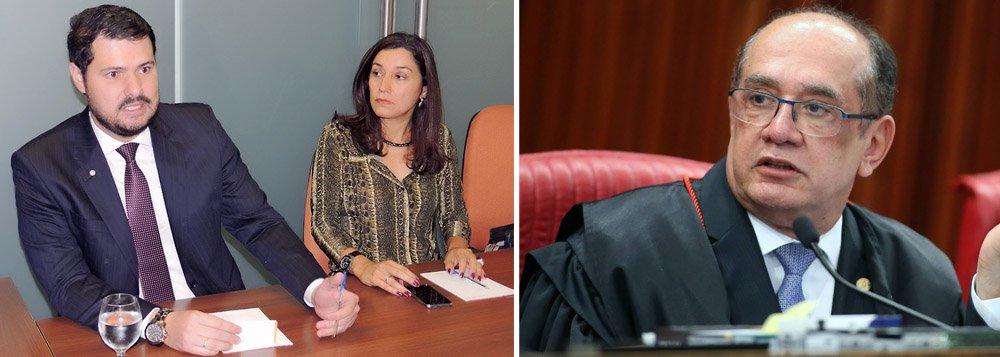 """Associação Nacional dos Procuradores do Trabalho (ANPT) reagiu com indignação às declarações do ministro Gilmar Mendes, do Supremo Tribunal Federal, que classificou o Tribunal Superior do Trabalho (TST) como """"laboratório do PT""""; em nota assinada pelo presidente da entidade,Ângelo Fabiano Farias da Costa, e pela viceAna Cláudia Rodrigues Bandeira Monteiro, a ANPT diz que a conduta demonstra """"claramente a falta de compostura, de isenção e de imparcialidade"""" de Gilmar; """"Do mesmo modo que o Poder Judiciário não pode ser laboratório de qualquer partido político, seja de que corrente for, um membro do STF deve, ainda mais, manter sua isenção político-partidária, o que não acontece com Sua Excelência que não possui qualquer pudor em esconder suas convicções políticas"""""""