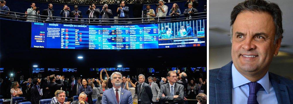 """""""Um ano e seis meses depois do golpe que afastou Dilma Rousseff, as sucessivas operações de guerra para construir uma ordem econômica e política em desacordo aberto com a vontade da maioria da população transformaram a Constituição num farrapo, que cada um utilizada como pode, conforme a conveniência"""", afirma Paulo Moreira Leite, em artigo para o 247; """"O mesmo Senado que salvou o mandato de Aécio Neves, alegando que enfrentava o absolutismo judicial, manteve a prisão e afastamento de Delcídio do Amaral, em dezembro de 2015"""", lembra o jornalista"""