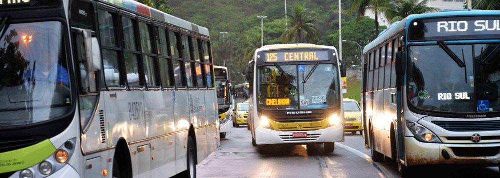 A Justiça autorizou, em caráter liminar, o aumento das passagens de ônibus na cidade do Rio; com a decisão, o valor da passagem passará de R$ 3,80 para R$ 3,95; a prefeitura do Rio se posicionou contra o aumento da tarifa, alegando que as empresas de transporte não cumpriram decisão judicial de garantir ar-condicionado em 100% da frota e que a implantação dos corredores de ônibus, chamados de BRT, geraram uma redução de custos para os empresários