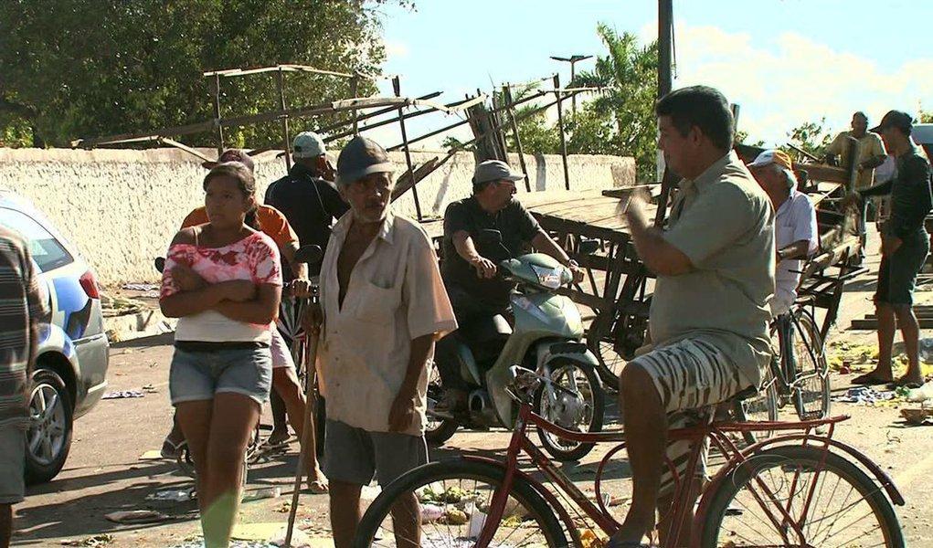O tradicional carnaval em Murici, no interior de Alagoas, foi suspenso após um jovem, de apenas 22 anos, ser atingido com tiros na cabeça, no exato momento em que a banda se preparava para começar a tocar; houve correria e gritos de pavor em meio à multidão; veja vídeo