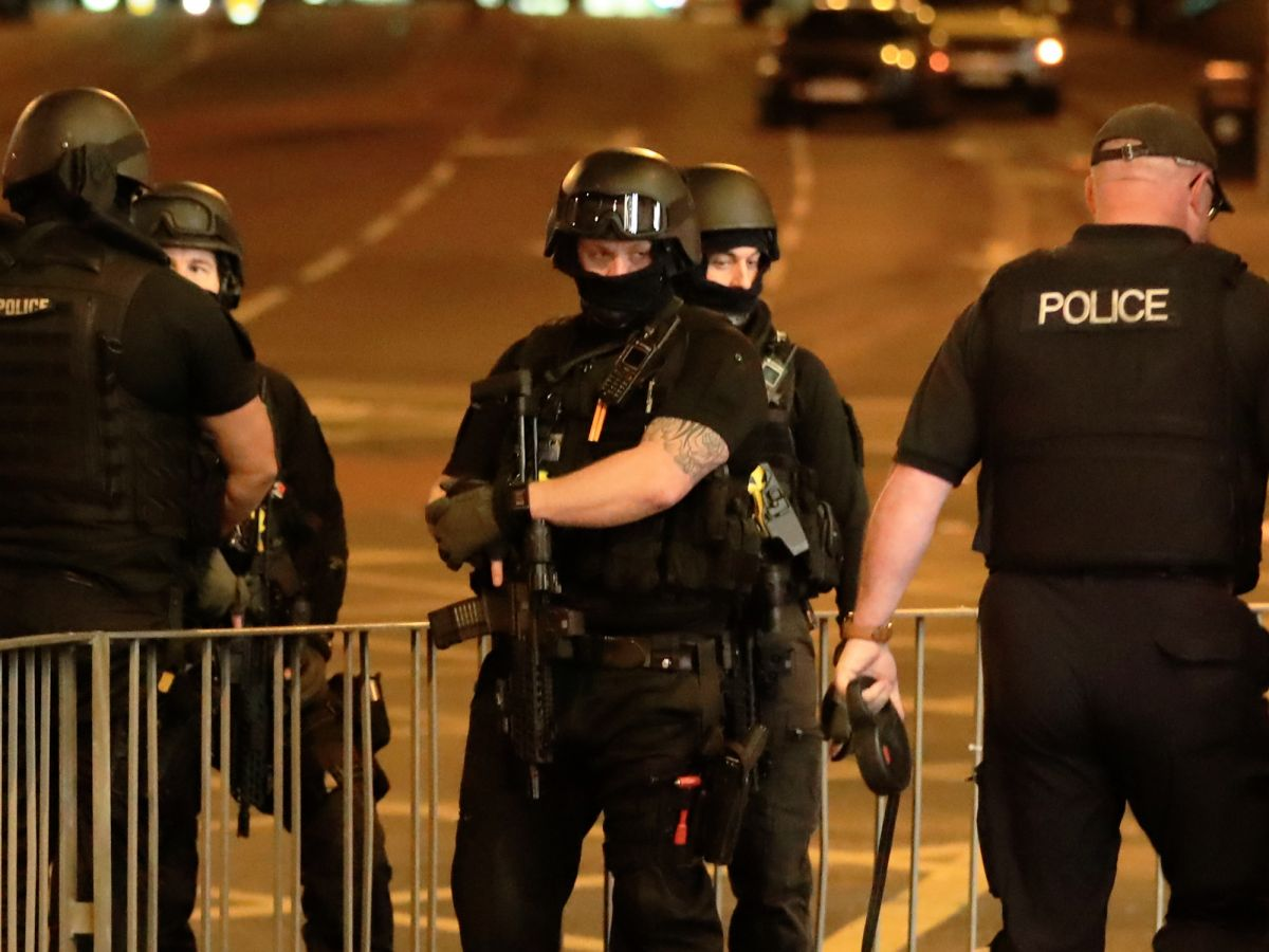 Polícia fecha ponte de Londres após van avançar sobre pedestres, Londres, terrorismo