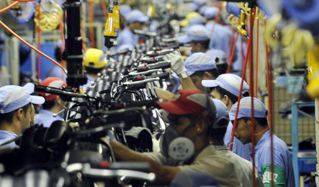 Produção industrial brasileira registrou queda de 0,1% em janeiro, na comparação com o mês anterior, informou o IBGE nesta quarta-feira, 8; na comparação com o mesmo mês do ano anterior, a produção subiu 1,4%