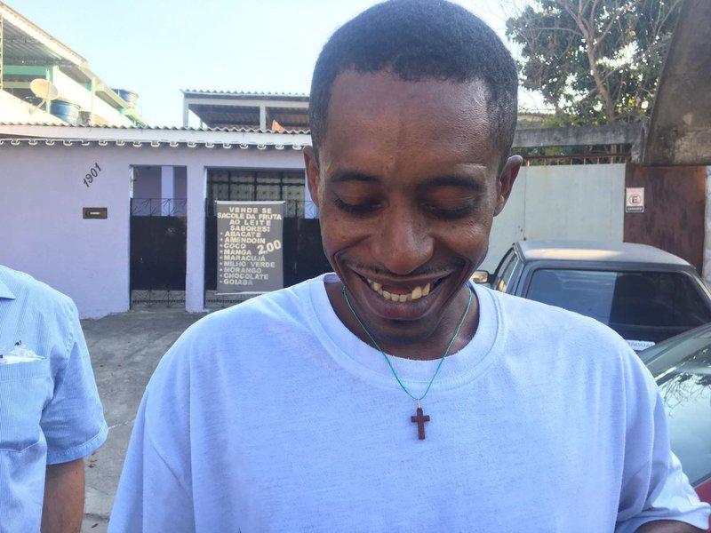 """Na quarta-feira (13), ministro do STJ considerou que o ex-catador Rafael Braga poderia cumprir a pena em casa por estar debilitado em decorrência da tuberculose; Braga ficou famoso após ser detido com um frasco de pinho sol nas manifestações de junho de 2013; a reportagem da Ponte Jornalismo acompanhou Braga até a casa dele, na zona norte do Rio:""""Tô muito feliz e quero agradecer todo mundo que luta por mim"""""""
