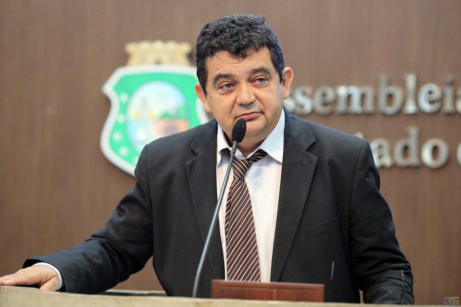 De acordo com o deputado estadual Carlos Felipe, o PCdoB vai apoiar a reeleição de Camilo Santana (PT) e deseja participar da chapa majoritária do governador. Uma das possibilidades seria a disputa pelo Senado, já que, segundo o parlamentar, a legenda possui nomes experientes em Brasília, como o atual secretário estadual Inácio Arruda e o deputado federal Chico Lopes