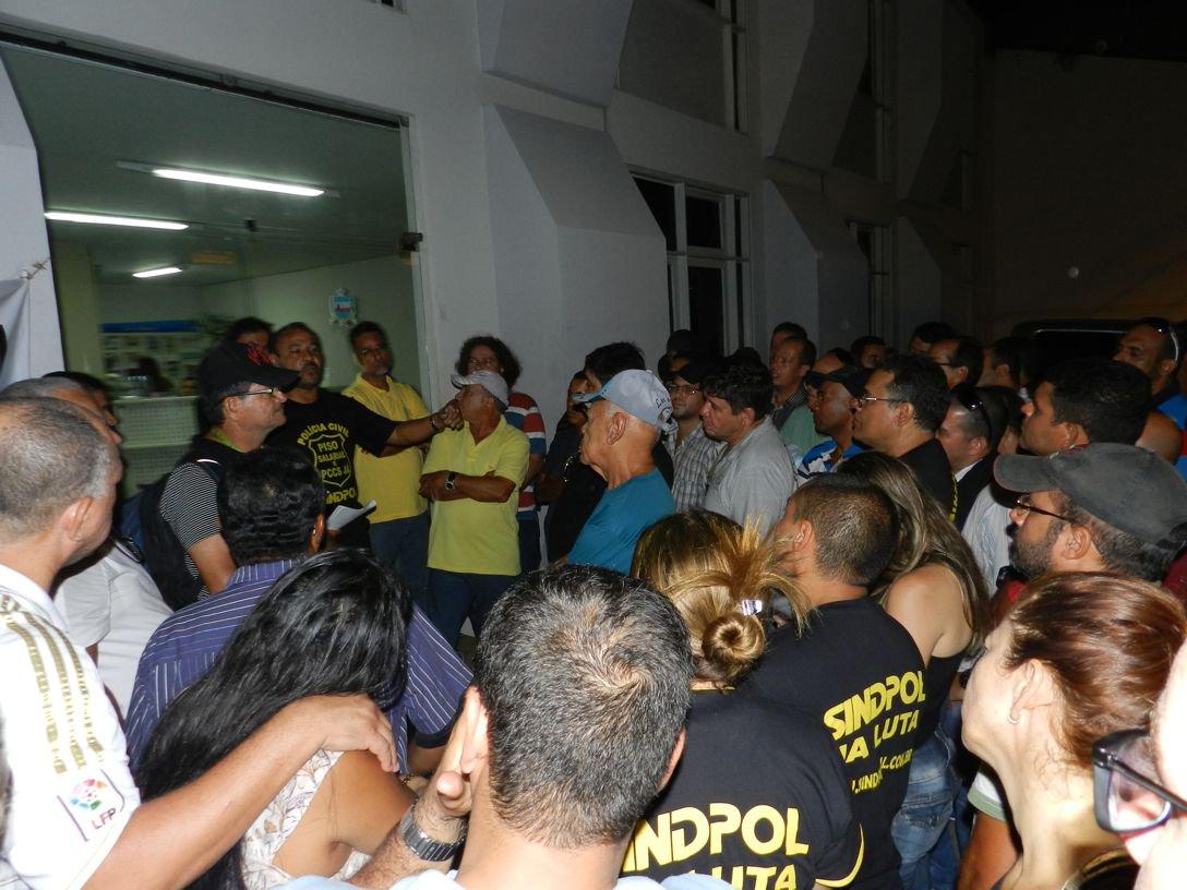 """Para o Sindicato dos Policiais Civis de Alagoas (Sindpol), a decisão do Supremo Tribunal Federal (STF) de considerar inconstitucional o direito a greve dos profissionais ligados a área da segurança pública é """"mais um ataque do Judiciário contra os trabalhadores brasileiros""""; já o Sindicato dos Policiais Federais de Alagoas (Sinpofal) afirma que a decisão não afeta em nada o estado de greve iniciado pela categoria"""""""