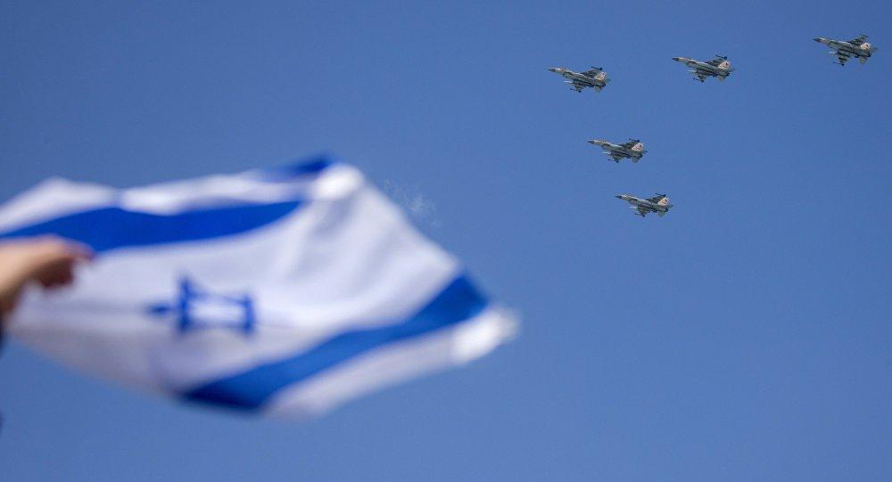 Um avião de guerra israelense atacou na quarta-feira (22) as posições do Exército Árabe da Síria nas montanhas Qalamun, a noroeste de Damasco, confirmou à Sputnik uma fonte no exército sírio