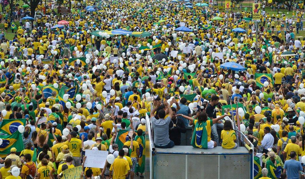 Uma pesquisa do Instituto de Pesquisa Econômica Aplicada (Ipea) mostra que os brasileiros que ganham até dois salários mínimos mensais pagam 53,9% deste valor em impostos; já a população que ganha acima de 30 salários mínimos paga até 29% - ou seja, há uma forte injustiça fiscal no formato atual de arrecadação, que privilegia as camadas mais ricas