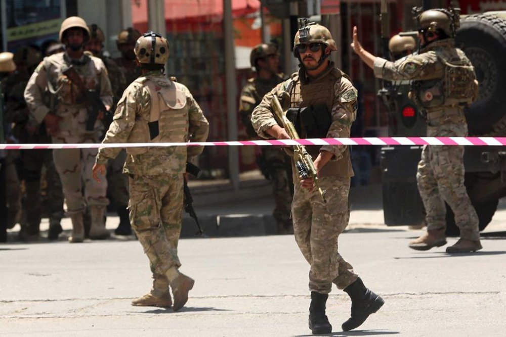 Pelo menos 72 pessoas morreram em um ataque a duas mesquitas na capital Cabul e na cidade de Ghor, no centro do país nesta sexta-feira (20); o Estado Islâmico assumiu a autoria do atentado na capital, onde morreram 39 pessoas, incluindo crianças; além dos ataques desta sexta, aconteceram pelo menos dois ataques à mesquitas xiitas no Afeganistão em agosto e setembro de 2017