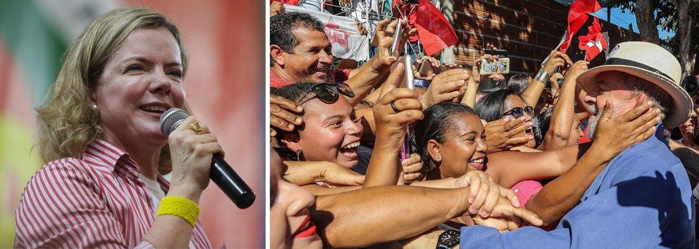 """Em entrevista à agência Sputnik Brasil, a presidente do PT, senadora Gleisi Hoffmann, voltou a dizer que o ex-presidente Lula será o candidato do PT nas eleições de 2018 e comentou o sucesso da caravana de Lula por Minas Gerais; """"Não tem uma liderança, seja do MBL [Movimento Brasil Livre], seja da direita ou da centro-direita, que tenha a mobilização que o Lula tem em relação ao povo brasileiro"""", disse Gleisi; """"Essa gente não pisa o chão do povão, essa gente pisa a Avenida Paulista e fica fazendo discurso, fica nas redes sociais dizendo que vai ter ato. (...) São insignificantes do ponto de vista de liderança política, não têm apelo social e não têm o que oferecer para o povo porque essa gente que está contra o Lula é a gente que está desmontando o Brasil"""""""