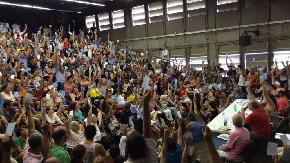 Após quase três meses de paralisação, o primeiro dia de aulas do segundo semestre de 2016 da Universidade do Estado do Rio de Janeiro (Uerj) começou nesta segunda-feira 10, mas os docentes decidiram em assembleia nesta tarde continuar em estado de greve. Além dos salários de fevereiro, março e do 13º atrasados, os docentes reclamam da falta de infraestrutura e limpeza nas unidades