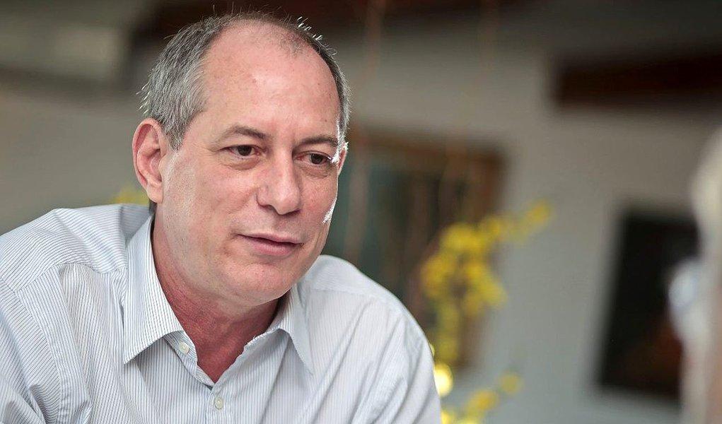 """O presidente do PDT, Carlos Lupi, afirmou que o a candidatura de Ciro Gomes à presidência em 2018 é """"irreversível, imutável e imexível"""". Para o dirigente, o resultado da última pesquisa Datafolha, que mostra o ex-ministro com 10 pontos em cenários sem Lula na disputa, mostra que Ciro está no páreo. """"Para quem está fora de uma campanha presidencial desde 2002, ele tem um bom rescaldo"""", disse, à Folha de S. Paulo"""