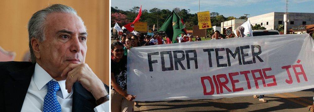 Pesquisa Vox Populi, contratada pela CUT, confirma: Michel Temer conseguiu unir o Brasil contra ele; segundo o levantamento, 85% dos brasileiros querem que o Tribunal Superior Eleitoral casse Temer na sessão que ocorrerá nesta terça-feira 6 e 89% querem escolher o novo presidente da República;a pesquisa aponta ainda que 75% dos brasileiros avaliam negativamente o desempenho de Temer como presidente; para 20%, ele é regular e para apenas 3%, positivo;73% dos entrevistados acreditam que o Brasil vai piorar com Temer no poder (em abril o percentual era de 61%) e 17% acham que vai ficar como está