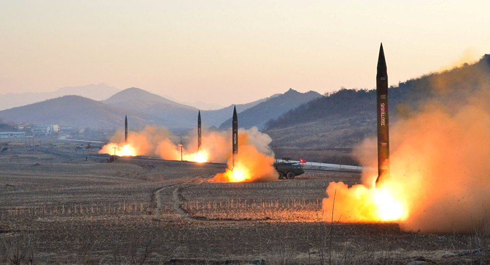 """Representante da Coreia do Norte na Organização das Nações Unidas (ONU) acusou os Estados Unidos de terem criado uma situação perigosa na Ásia e que uma guerra nuclear pode ter início a qualquer momento; para o embaixador norte-coreano Kim In-ryong, a Casa Branca está """"perturbando a paz e a estabilidade"""" de todo o mundo com a sua resposta """"injusta e desproporcional"""" ao líder do país, Kim Jong-un; """"Se os Estados Unidos optarem por ações militares, a Coreia do Norte está pronta para reagir a qualquer modo de guerra desejado pelos Estados Unidos"""", comentou"""