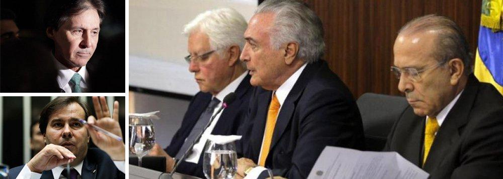 """""""Em virtude de uma formalidade da Constituição de 1988, que impede que um presidente da República seja investigado por atos anteriores ao mandato, Temer não está na lista de Janot ou lista da Odebrecht. No entanto, mesmo sem estar fisicamente na lista, ele está nela implicitamente por meio de seus principais colaboradores, seja do PMDB, do PSDB e do ministério"""", diz o colunista do 247 Alex Solnik; ele lembra que os nomes que vieram à luz até agora estão no topo da pirâmide do PMDB e do PSDB e questiona: """"Como é que a reforma da Previdência vai seguir em frente com as negociações comandadas por Eliseu Padilha, por Maia na Câmara e Eunício e Jucá no Senado, todos no listão e, portanto, suspeitos?"""""""