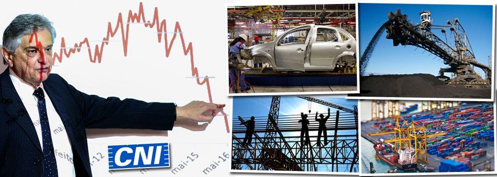 """Depois de apoiar ativamente a derrubada da presidente Dilma Rousseff (PT), aConfederação Nacional da Indústria (CNI) encerrou 2016 com resultados catastróficos, com quedas em todos os pontos da pesquisa """"Indicadores Industriais""""; o faturamento foi o indicador com a maior queda no ano passado; ele retrocedeu 12,1% na comparação entre 2015 e 2016; os indicadores de produção também tiveram um forte recuo no ano, com uma queda de 7,6% nas horas trabalhadas e 7,5% no nível de emprego; a comparação é com 2015; """"Os dados do mercado de trabalho continuam negativos, isso é um indicador da capacidade de compra dos trabalhadores e mostra dificuldade da economia retomar seu crescimento"""", diz o gerente-executivo de política econômica, Flavio Castelo Branco"""