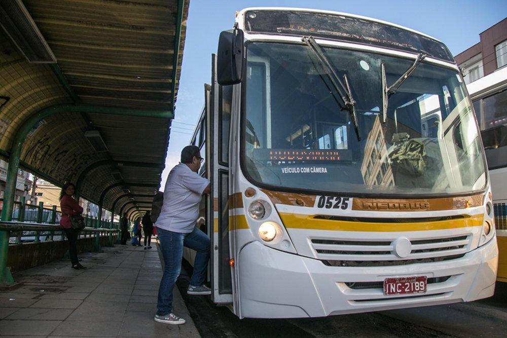 09/05/2016 - PORTO ALEGRE, RS - Corredor de ônibus da Av. João Pessoa. Foto: Joana Berwanger/Sul21