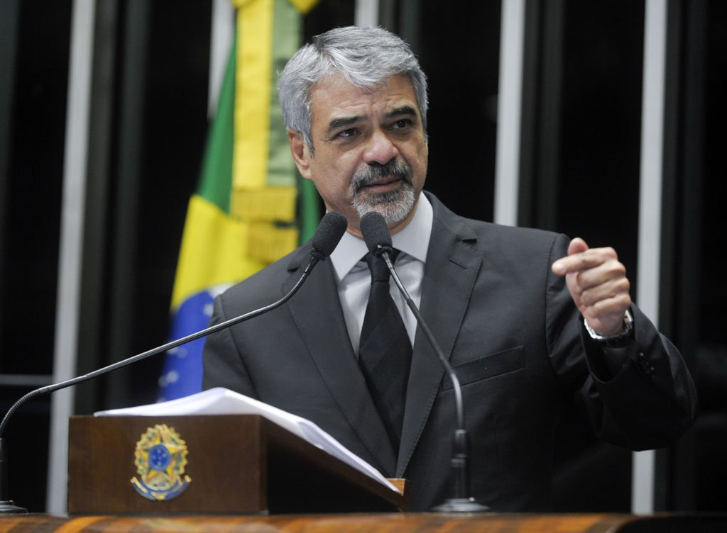 Senador Humberto Costa (PT-PE) apoia o Projeto de Lei da C�mara 14/2013, que trata de partidos pol�ticos e normas para elei��es
