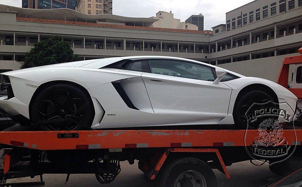 O empresário não foi encontrado em casa, no Rio, nesta quinta-feira 26, mas teve sua Lamborghini Aventator e seu Porsche Cayenne apreendidos durante a Operação Eficiência, que apura um esquema de lavagem de ao menos US$ 100 milhões em propinas para o grupo do ex-governador Sérgio Cabral (PMDB) no exterior