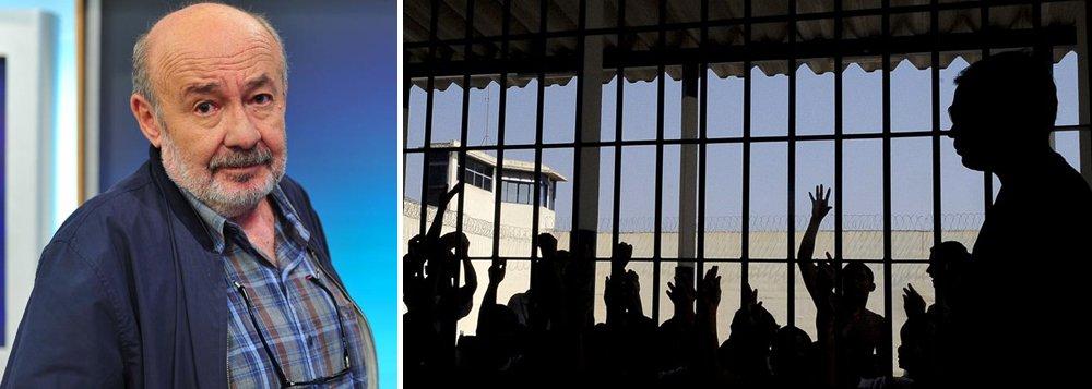 """""""Tanto quanto as matanças de presos no Amazonas e em Roraima, o que me chocou foi a reação aparvalhada dos agentes públicos de todos os níveis, uns jogando a responsabilidade nos outros, e apresentando novos velhos planos de segurança para um futuro distante, quando já estaremos todos mortos, dentro ou fora das cadeias. Eram tragédias anunciadas, plenamente previsíveis. Revelam acima de tudo, a falência das instituições do Estado brasileiro"""", diz o colunista Ricardo Kotscho"""