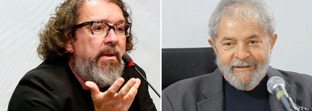 """Advogado criminalista Antonio Carlos de Almeida Castro, o Kakay, criticou o tratamento dado ao ex-presidente Lula pela Justiça; """"Osexcessos foram evidentes. Se você é intimado, é obrigado a depor. Se é intimado e não vai, acaba conduzido coercitivamente"""", disse Kakay em entrevista à Carta Capital; """"Não existe condução coercitiva em primeira mão. Isso é para impedir que se fale com os advogados. E inconstitucional. A condução coercitiva do ex-presidente Lula foi desnecessária"""", disse; para Kakay, a operação Lava Jato tem uma """"importância enorme"""", mas tem como """"subproduto"""" as """"odiosas medidas contra a corrupção, de cunho fascista, como o teste de integridade"""""""