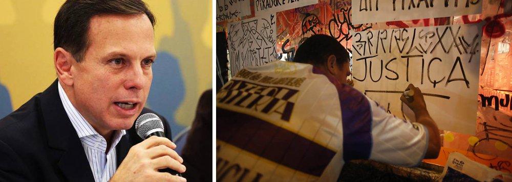 A Guarda Civil Metropolitana (GCM) da Prefeitura de São Paulo, comandada por João Doria (PSDB), deteve 12 pichadores em flagrante; as prisões ocorrem em meio a protestos e críticas à gestão municipal por ter apagado grandes murais e grafites na cidade; desde o início do mês, foram detidos 26 pichadores;prefeitura quer aumentar o valor da multa aplicada a pichadores - de R$ 767,53 para R$ 5 mil; o cerco aos pichadores gerou polêmica e o tucano comprou briga com artistas e urbanistas