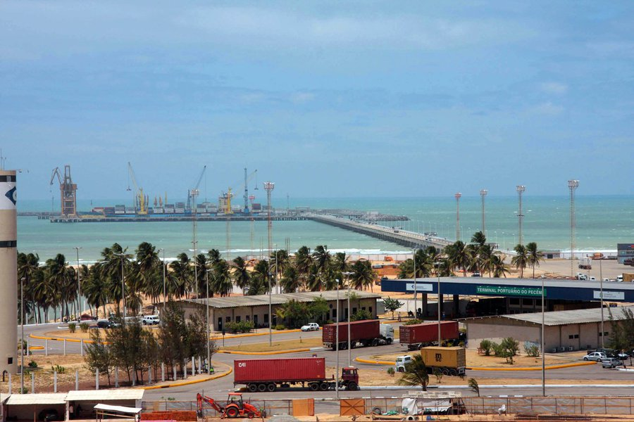O valor da soma das vendas do Ceará para o exterior somou mais US$ 1.294 bilhão em 2016, de acordo com estudo elaborado pela Agência do Desenvolvimento do Estado do Ceará (Adece). O número representa um aumento de 23,7% em comparação a 2015. A exportação de combustíveis figura no primeiro lugar no ranking, com variação de 120,9%