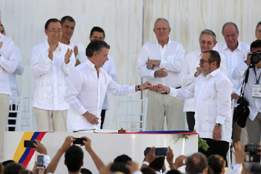 """O Congresso colombiano aprovou na noite de quarta-feria (28) uma lei de anistia para """"crimes menores"""" cometidos por membros das Forças Armadas Revolucionárias da Colômbia (Farc); a medida foi aprovada no Senado por 69 votos a favor e nenhum contra e na Câmara dos Representantes por 121 votos favoráveis e nenhum contrário"""