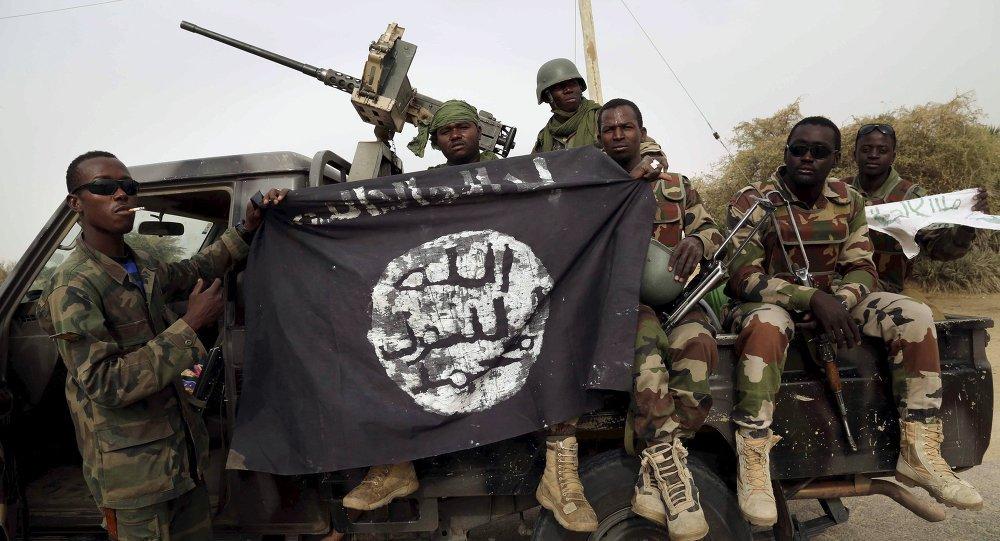 """O presidente da Nigéria, Muhammadu Buhari, anunciou neste sábado que o Boko Haram foi finalmente derrotado; os terroristas foram expulsos da floresta de Sambisa, último reduto do grupo, e não têm mais onde se esconder; Buhari elogia as tropas nigerianas por """"finalmente entrar e destruir o resto dos insurgentes do Boko Haram no Acampamento Zero""""; em seguida, ele anunciou """"a muito esperada e gratificante notícia da execução final dos terroristas do Boko Haram no seu último enclave"""""""