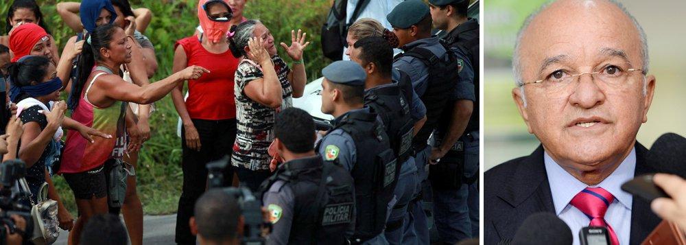 """O governador do Amazonas, José Melo, deu uma declaração desastrosa na manhã desta quarta-feira; ele afirmou que """"não tinha nenhum santo"""" entre os 56 presos mortos durante rebelião no Compaj (Complexo Penitenciário Anísio Jobim), em Manaus; """"Não tinha nenhum santo. Eram estupradores, matadores e pessoas ligadas a outra facção, que é minoria aqui no Estado do Amazonas. Ontem, como medida de segurança, nós retiramos todos [os ameaçados] quem ainda restavam e segregamos a outro presídio para evitar que continuasse acontecendo o pior""""; papa Francisco condenou o massacre de Manaus e fez um apelo para que presos sejam tratados com dignidade no Brasil – muitos dos mortos foram decapitados"""