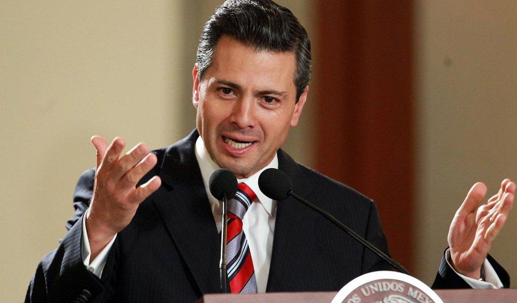 """Governo mexicano declarou que não pagará a conta do muro, que cobrirá 3.200 km de fronteira., cujo custo pode chegar a US$ 12 bilhões, de acordo com cálculos do presidente eleito dos Estados Unidos, Donald Trump; presidente mexicano, Enrique Peña Nieto, reafirmou que o México não pagará pelo muro,; """"É evidente que temos algumas diferenças com o próximo governo dos Estados Unidos"""" mas, ainda assim, o governo mexicano trabalhará """"para ter uma boa relação com os Estados Unidos e seu presidente"""", disse Peña Nieto"""