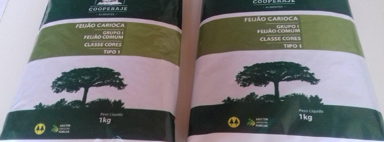 Quinze agricultores familiares de Jequitibá, na região Central, vão fornecer mais de 34 toneladas de feijão carioca tipo 1 para a alimentação escolar de alunos da rede municipal de ensino de Belo Horizonte