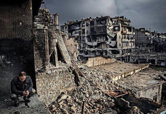 """Mídia reduz um conflito extremamente complexo a um jogo de videogame onde se situam, de um lado, os """"rebeldes"""" do bem, acompanhados dos civis indefesos que os apoiam, e do outro, os carniceiros do governo sírio, com seus russos desalmados"""