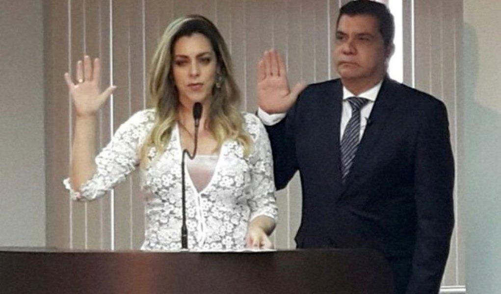 """Em discurso de posse, o prefeito reeleito de Palmas, Carlos Amastha (PSB), afirmou que foi o chefe do executivo municipal mais investigado da história da capital; ele fez referência à Operação Nosotros, da PF, que investiga possíveis irregularidadesna licitação do BRT; """"Aqui está o meu diploma de prefeito reeleito de Palmas. Fomos além de uma campanha limpa"""", disse; """"Trago ainda aqui outras credenciais. Uma certidão da Polícia Federal que comprova que eu não estou indiciado em qualquer inquérito daquela instituição. O único político deste país submetido a uma devassa da PF em suas residências e escritórios e agora vem de cara e mãos limpas mostrar à sociedade que foi vítima de um erro e de uma injustiça"""""""
