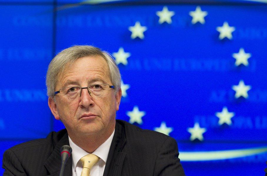 """Presidente da Comissão Europeia, Jean-Claude Juncker, não escondeu seu pessimismo com a eleição do republicano para a Presidência dos Estados Unidos; """"Com Trump, perderemos dois anos: é o tempo necessário para rodar pelo mundo que ele não conhece. Acho que ele pensa que a Bélgica é um vilarejo de algum lugar do nosso continente. Em breve, deveremos mostrar e explicar a ele o que é a Europa"""", declarou o chefe do órgão executivo da UE"""