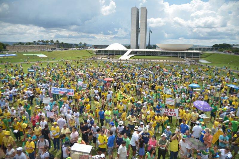 Manifestação na Esplanada dos Ministérios, em Brasília, em defesa da Lava Jato