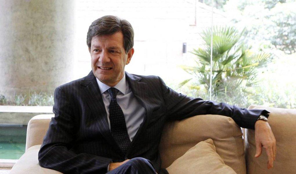 """Presidente do Itaú Unibanco, Roberto Setubal, disse que o país deveria reduzir sua meta de inflação ao longo do tempo para que os juros fiquem mais baixos, o que facilitaria investimentos;""""É importante tornar o investimento atrativo, e a palavra chave para isso é a confiança. Confiança em investimento de longo prazo é absolutamente essencial"""", destacou"""