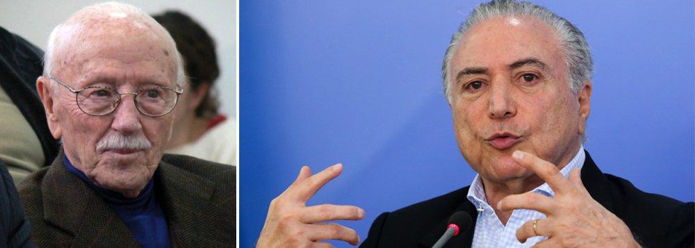 """Jurista Hélio Bicudo, um dos autores do pedido do impedimento de Dilma Rousseff, diz que governo desmoralizado, como o de Temer, não governa e que""""o impeachment de Temer já deveria ter ocorrido"""";""""Ele foi um vice decorativo e, agora, é um presidente decorativo. Não faz falta"""", diz, em entrevista à Época"""