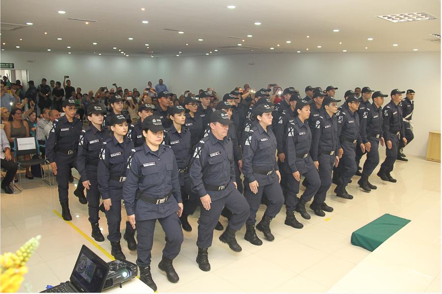 Trinta e dois candidatos aprovados no concurso para a Guarda Municipal de Fortaleza foram empossados em solenidade na manhã desta quarta-feira (30). A turma completa o preenchimento de mil vagas previstas no edital do concurso