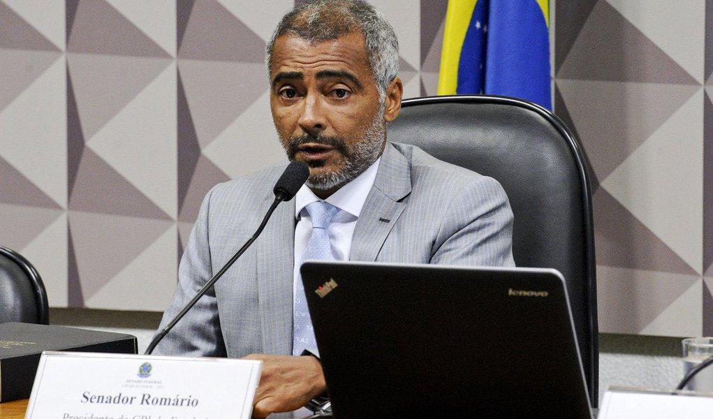 Senador Romário (PSB-RJ) não recebeu nenhum voto nesta quarta-feira 7 a favor do relatório alternativo que apresentou, junto com Randolfe Rodrigues (Rede-AP), na CPI do Futebol, comissão que ele criou e presidiu; o texto aprovado pelos integrantes da comissão foi o do relator, Romero Jucá (PMDB-RR)