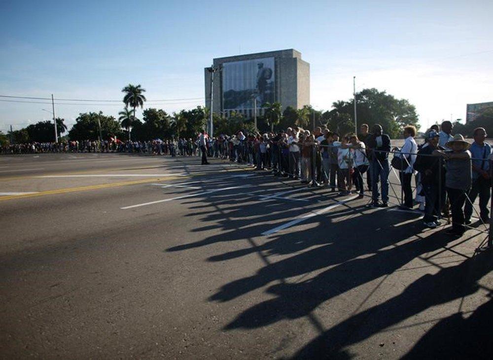 People stand in line to pay tribute to Cuba's late President Fidel Castro in Revolution Square in Havana, Cuba, November 28, 2016. REUTERS/Alexandre Meneghini