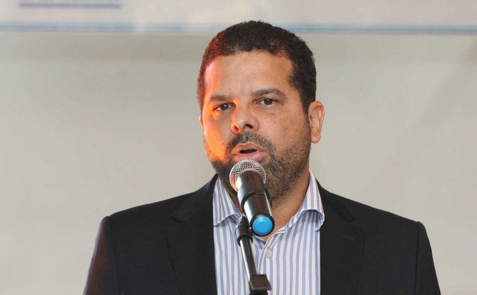 """O Estado da Bahia bateu o recorde histórico de arrecadação com a compensação previdenciária em 2016, recebendo o pagamento de R$ 255 milhões de créditos do INSS; o montante superou a arrecadação anual dos últimos 18 anos, desde quando a compensação previdenciária passou a ser realizada no Estado, em 1999; com os créditos da compensação direcionados para o Funprev, o governo do deixa de colocar dinheiro do Tesouro Estadual para cobrir o Fundo; """"A compensação previdenciária é uma das ferramentas fomentadas pelo Governo da Bahia para mitigar o crescente déficit previdenciário, um problema que afeta todos os estados do país"""", diz o secretário da Administração, Edelvino Góes (foto)"""