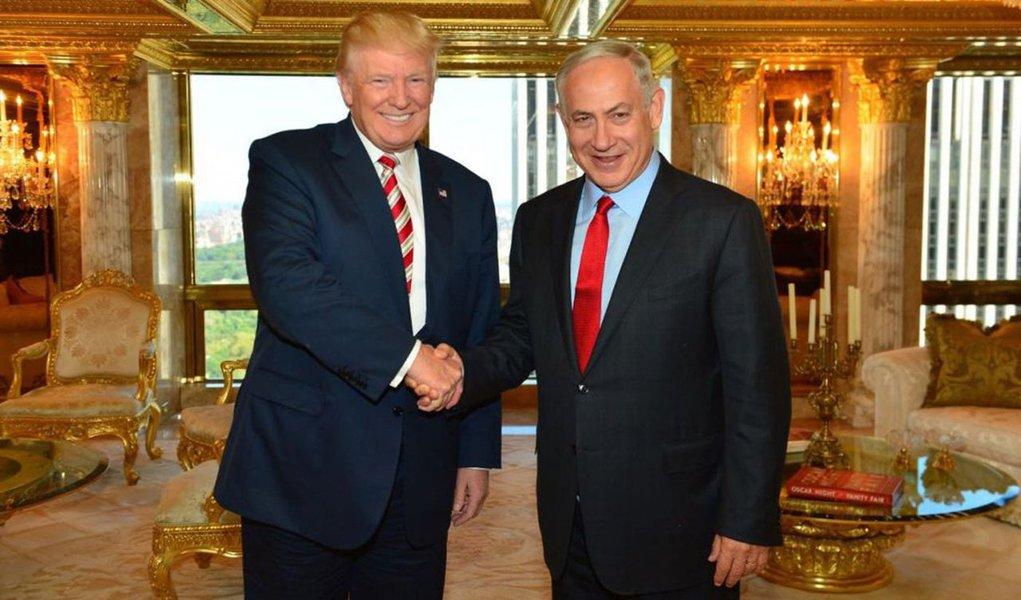"""Primeiro-ministro de Israel, Benjamin Netanyahu classificou de """"ótima ideia"""" a intenção do presidente dos EUA, Donald Trump, de construir um muro na fronteira com o México;""""O presidente Donald Trump está certo. Eu construí um muro ao longo da fronteira sul de Israel. Isso parou totalmente o fluxo de imigração ilegal. Um ótimo resultado. Uma ótima idéia"""", disse; Netanyahu comandou, em 2014, um dos maiores genocídios dos últimos anos; de julho a agosto daquele ano, mais de 1,7 mil palestinos morreram, até mesmo crianças dentro de hospitais e escolas, sendo o ministro o responsável pela maioria das 2,2 mil mortes no ano inteiro; foi o maior número de óbitos de palestinos desde 1967, segundo a ONU"""